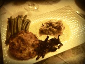Une belle assiette, des légumes frais et quelques girolles.