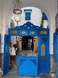 Le porche d'entrée du Musée des Arts et Traditions de Sidi Bousaïd