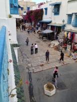 Le départ de la rue commerçante centrale et sa miriade de magasins d'artisanat