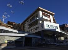 Place d'arrivée, hall réception Restaurants, salle de spectacle, Bar, terrasse et jacusi sur balcon extérieur